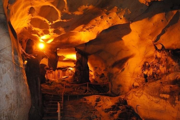 Yalan Dünya Mağarası Ziyaretçi Alanı